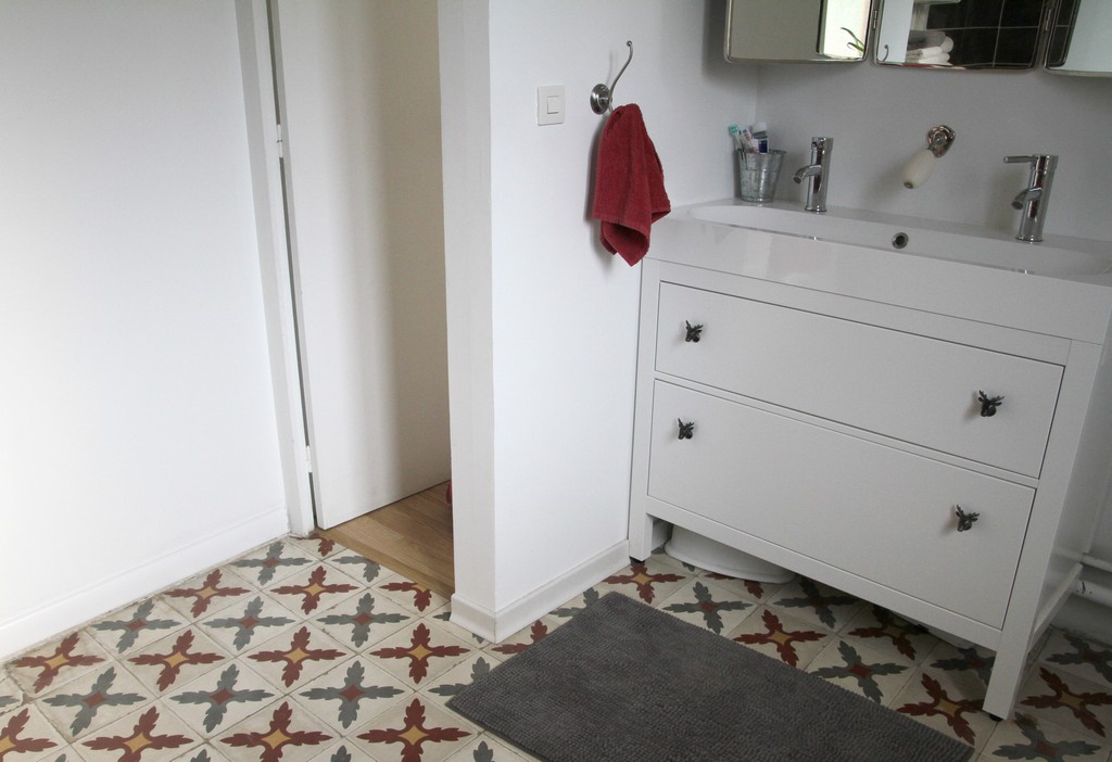 d corer un meuble de salle de bain basique boutons