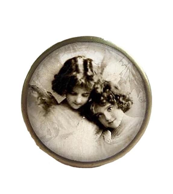 bouton de meuble d 39 antan 2 anges filles boutons. Black Bedroom Furniture Sets. Home Design Ideas