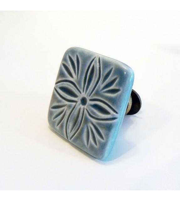 bouton de porte villa carr en c ramique grise motif lys boutons. Black Bedroom Furniture Sets. Home Design Ideas