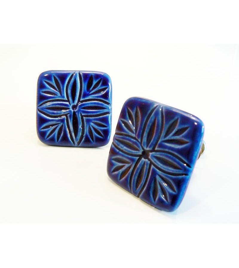Bouton de porte villa carr en c ramique bleue motif lys for Bouton de porte en ceramique